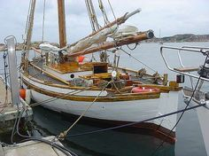 "Colin Archer Pilor Built Kragerö 1904 - Navn på fartøy MINDE Fartøy type Sailing Yachts Lengde (meter) 1155 Flagg Sweden Tonnasje 15 Bygge sted Kragerø Norway Bygget år 1904 Annet maskineri og utstyr Hull in oak 2"" on double oak frames 4x4"". Deck 2 inch pine. Spars in larch. 75m2 plain sails. Sails: main sail topsail foresail jib (storm jib jib and staysail)."