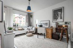 Pieni yksiö Helsingin Lassilassa tarjoilee silmänruokaa. Koti on sisustettu viehättävän persoonallisesti ja oivaltavia sisustusratkaisuja tehden.