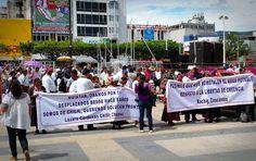Unos tres mil evangélicos marcharon por calles de Tuxtla Gutiérrez, ciudad del estado de Chiapas, pidiendo la intervención del gobierno de Manuel Velasco Coello en el conflicto social que se vive en Chiapas a causa de la intolerancia religiosa.