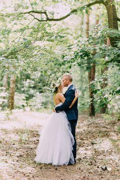 #bajkowesluby #bajkowesluby.pl #wood #love #couple #bride #groom #weddingdress #love #poland #fairytale #photoshoot #magicalforest #weddingphotoshoot #weddingsession