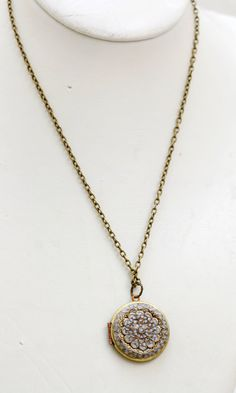 Vintage locket with a personal note engraved with a picture, perfect gift!!!!!!!I want it !!!!!!