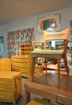 It's a treasure trove of Heywood Wakefield furniture at Strictly Hey Wake in Hagerstown MD, trust me! Mod Betty / RetroRoadmap.com