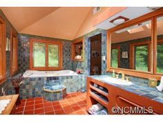 135 Mill Rd, Asheville, NC 28805
