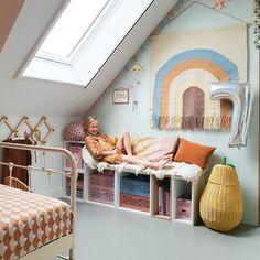 Binnenkijken bij marjoleinbouhuijzen Childrens Room Decor, Kidsroom, Interior Styling, Toddler Bed, Storage, Table, Furniture, Inspireren, Home Decor