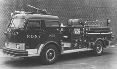 FDNY Mack C - Early style with no storage on either side of the rear wheels Fire Dept, Fire Department, Chariots Of Fire, Ski Boats, Rescue Vehicles, Fire Equipment, Truck Engine, Mack Trucks, Fire Apparatus