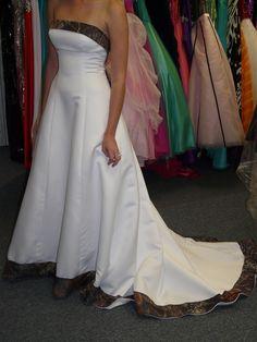 Camo wedding dresses - Keywords: #camoweddings #jevelweddingplanning Follow Us: www.jevelweddingplanning.com  www.facebook.com/jevelweddingplanning/