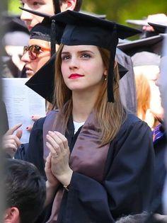 "Actriz Emma Watson se forma em ""Literatura Inglesa"" na Brown University http://angorussia.com/?p=19093"
