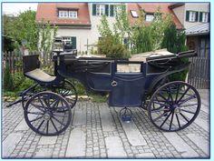 blauer Lohner Landauer Kutsche der Kutscherei Hans Holzmann in München Schwabing