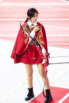 Goddess of beauty Human Poses Reference, Female Reference, South Korean Girls, Korean Girl Groups, Tzuyu And Sana, Twice Tzuyu, Archery Girl, Sana Momo, Chou Tzu Yu