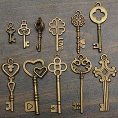 clef ancienne à finition dorée et modèles variés pour créer une décoration…