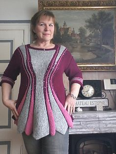The Sanduhr (hourglass) Tunic deduces its name from the pattern shape – it even shows a waistline if there is none :).
