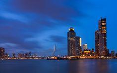 foto Rotterdam blue hour van Ilya Korzelius op DIGIFOTO Pro