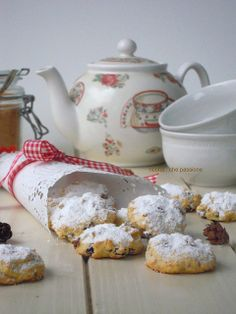 Tea and tussie mussie for cookies