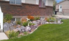 Terraced rock flowerbeds with concrete mowstrip Side Yard Landscaping, Landscaping With Rocks, Outdoor Projects, Diy Projects, Outdoor Decor, Terraced Garden, Dry Creek, Get Outdoors, Go Camping
