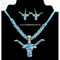Collar con aretes color azul con plateado y cristales en forma de toro estilo 87013