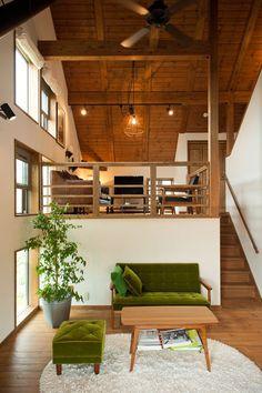 【立体的な空間の広がり】スキップフロアの上のリビング | 住宅デザイン le canapé !