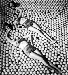 vintag, balls, sid averi, orang, art, ball pit, black, appl, photographi