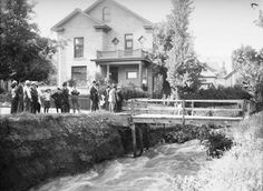 A group examines flooding along Canyon Road and 4th Avenue, 1909. Courtesy Utah State Historical Society