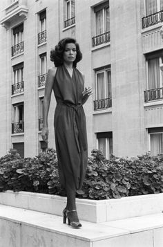 Bianca Jagger by Jack Garofalo, Paris, 1976 Bianca Jagger, Mick Jagger, Vintage Inspired Fashion, 70s Fashion, Fashion History, Vintage Fashion, Fashion Outfits, Charlotte Rampling, Twiggy