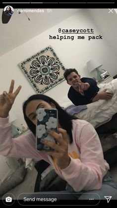 camila mendes with casey cott/riverdale New Riverdale, Riverdale Fashion, Riverdale Archie, Riverdale Funny, Riverdale Memes, Vanessa Morgan, Archie Comics, Veronica, Romantic Movies On Netflix