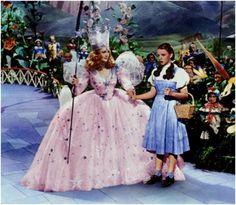 The Wizard of Oz 1939 Billie Burke Judy Garland. Dorothy meets Glinda the good witch. Judy Garland, Glenda The Good Witch, Wizard Of Oz 1939, Wizard Of Oz Movie, Wizard Of Oz Dorothy Costume, Glinda Costume, The Wizard Of Oz Costumes, Billie Burke, Iconic Dresses