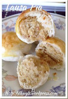 Tambun Biscuits or Tausa Pia or Mung Bean Pastry (淡文饼 / 豆沙饼) - Guai Shu Shu Chinese Moon Cake, Chinese Bun, Asian Cake, Dough Ingredients, Mung Bean, Puff Pastry Recipes, Egg Wash, Asian Desserts, Crust Recipe