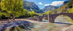 Puente románico y Foz de Burgui.  ¿Conoces Burgui, en el valle de Roncal? Burgui, el Pueblo de los Oficios, un lugar donde naturaleza, cultura e historia se dan la mano en un excepcional conjunto.