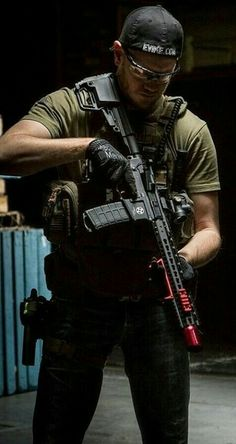 Military Gear, Military Photos, Special Ops, Special Forces, Army Photography, Warrior Images, Tactical Operator, Tactical Wear, Men In Uniform