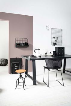 A minimal office with just a touch of the perfect dusky pink