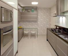 Cozinha cinza, branco e preto!! Tudo lindo e bem planejado 😍😍 #boatarde #interiores #decor #detalhes #decoracao #decorating #decoracaodeinteriores #architect #arquitetura #arqmbaptista #arquiteturadeinteriores #cozinha #marianemarildabaptista