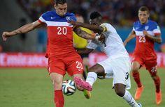US defender Geoff Cameron traps the ball from Ghana forward Asamoah Gyan (June 16, 2014).