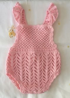 Baby Girl Crochet, Crochet Baby Clothes, Sewing Clothes, Baby Hats Knitting, Knitting For Kids, Baby Knitting Patterns, Diy Crochet, Crochet Bikini, Crochet Summer Tops
