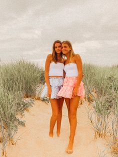 Preppy Summer Outfits, Preppy Girl, Preppy Style, Cute Outfits, Best Friends Shoot, Cute Friends, Cute Friend Pictures, Best Friend Pictures, Friend Poses
