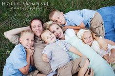 cute family poses for pictures   Super cute way to pose a family   Photo love