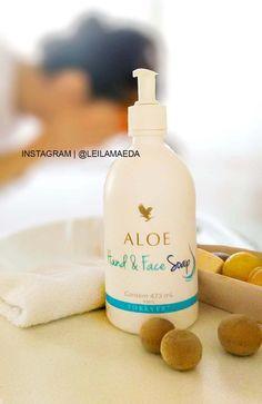 Aloe Hand & Face Soap - cod.38 O Aloe Liquid Soap é um sabonete líquido perolado, hidratante e limpador de mãos e face. Ele proporciona uma volumosa espuma, fácil de aplicar e remover. Com gel de Aloe Vera e pH neutro, o Aloe Liquid Soap deixa a pele limpa, com aparência macia e sedosa.