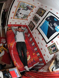 This frankly hilarious picture shows, Carl Jenkinson has lived and breathed Arsenal his whole life. Living the dream: Carl Jenkinson shows off his old Arsenal Themed bedroom at his parents' home in Essex Boys Football Bedroom, Soccer Bedroom, Childrens Bedroom Decor, Bedroom Themes, Bedroom Designs, Football Boys, Arsenal Football, Football Casuals, European Football