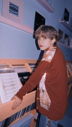 Bts Bangtan Boy, Bts Boys, Bts Jimin, Taehyung Photoshoot, V Bts Wallpaper, Entertainment, Kim Taehyung, Bts Aesthetic Pictures, Bts Playlist