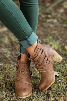 Love these green pants, with a truly fitted ankle! The boots are cute too, but I've seen better ones in a similar style