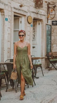 Must Have Summer Bags 2019 Casual Summer Dresses, Casual Fall Outfits, Trendy Outfits, Summer Outfits, Italian Women Style, Italian Fashion, Women's Summer Fashion, Look Fashion, Women's Dresses