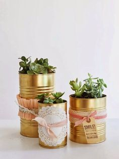 oh my little dears: The Golden Can DIY. You know I love gold spray paint! Tin Can Crafts, Diy And Crafts, Tin Can Decorations, Diy Drums, Deco Originale, Gold Spray Paint, Diy Art Projects, Diy Gifts, Mason Jars