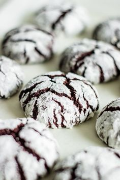 The BEST EVER Chocolate Crinkle Cookies. This cookies are soft, chewy, and have the most amazing chocolate taste. Chocolate Crinkle Cookies, Chocolate Crinkles, Chocolate Chocolate, Most Delicious Recipe, Delicious Desserts, Vegetarian Desserts, Sweets Recipes, Cookie Recipes, Dairy Free Cookies