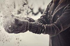 Зимнее настроение - варежки