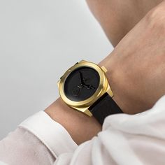 The Timeless pays homage to luxury; its subtle details charm the most discerning design sensibilities. It looks and feels smart, with refined and sophisticated features that allude to the quality of craftsmanship. This unisex timepiece shouts elegance and class with perfect restraint. Restock to all our exclusive and selected retailers @thegoodsdept @707store @no11store @urbanlifestore  #thewatchco #aark #aarkcollective
