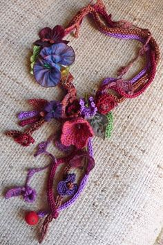 podkins:    Pretty and creative crochet necklace via the Make-Handmade.com website.  Pretty much wearable art, right?