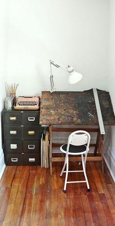 Home Office Rustic Art Studios 55 Ideas Decoration Inspiration, Interior Inspiration, Desk Inspiration, Studios D'art, Sweet Home, Home Studio, Studio Desk, Tiny Studio, Studio Spaces
