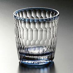 カガミクリスタル・焼酎グラス(T683-2389-CCB) 小ぶりで使い勝手の良い、クリスタル焼酎グラス 小ぶりなのでストレートグラスとしても使える、使い勝手の良いグラス。 サイズ 口径 77mm 高さ 82mm 容量 200c.c. 価格 ¥10,500 (税込)