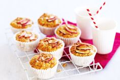 Apple muffins Heres a classic flavour combo of apple and sweet spice with a crisp cinnamon sugar top. Bobs fruit-and-nut muffins, crowned with paper-thin discs of apple, are a real teatime treat when served fresh from the oven. Apple Cinnamon Muffins, Cinnamon Apples, No Bake Desserts, Dessert Recipes, Cupcake Recipes, Dessert Ideas, Lunch Box Recipes, Lunchbox Ideas, Sweet Spice