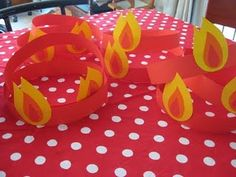 Tongues of fire Pentecost hats.: This is how we celebrate - Pentecost 2011 Sunday School Kids, Sunday School Activities, Church Activities, Sunday School Lessons, Sunday School Crafts, Catholic Crafts, Catholic Kids, Church Crafts, Kids Church