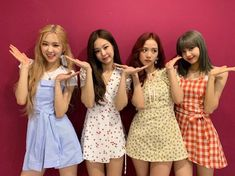 After taking the music world by storm, Blackpink have now gained a whole new level of stardom. Here are some facts that you should know about the K-Pop girl band Blackpink. Kim Jennie, Kpop Girl Groups, Kpop Girls, Simple Wedding Gowns, Gown Wedding, Wedding Stage, Wedding Photos, Wedding Dresses, Blackpink Members