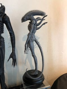 From Roswell Japan Alien big chap bust statue Character Sketches, Character Design, Alien Cosplay, Giger Alien, Giger Art, Alien 1979, Alien Covenant, Alien Tattoo, Alien Vs Predator
